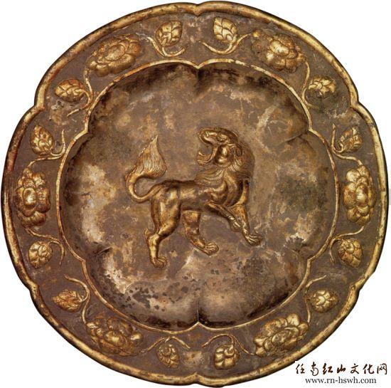 在明代金银器的纹饰中,龙凤形象或图案占有极为重要的位置.