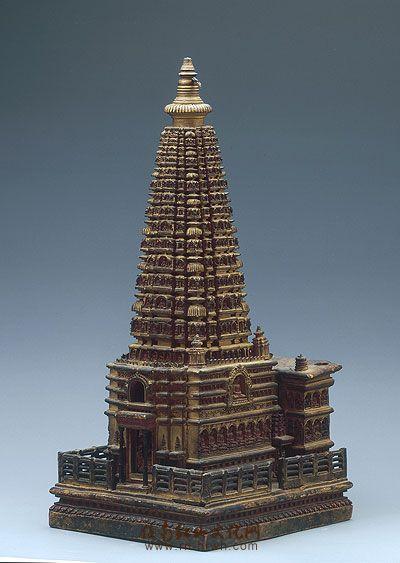 此件精致作品为檀香木制作的大菩提塔寺模型